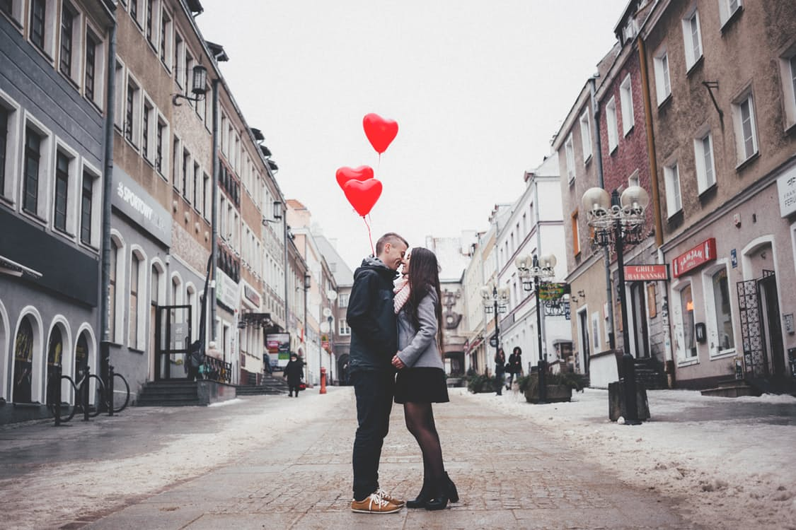 13 ideas to surprise your girlfriend with something romantic - Read  romantic short stories & love letters